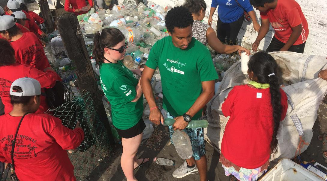 Projects Abroad High School Special Conservation volunteers helping with beach clean-ups on the beaches of Mexico.